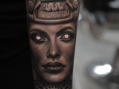 פנים עם נוף מצרי