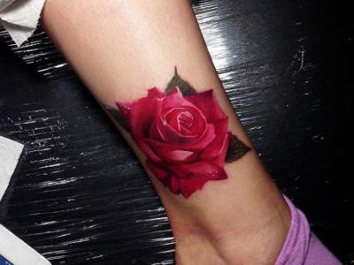קעקוע ורד תלת מימד ורד עם עלים